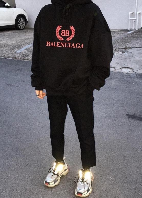 Купить чёрный худи Balenciaga в Киеве с доставкой по Украине